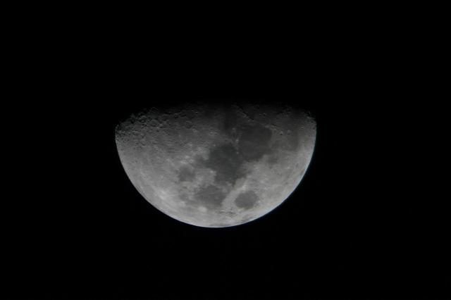 Moon_TravelScope70_2XBarlow_DSLR